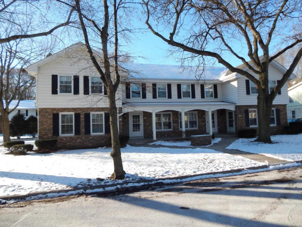 955 N 123rd St, Wauwatosa, WI 53226