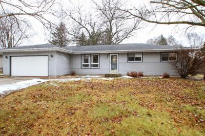 Photo of 576 Greendale Dr, Janesville, WI 53546
