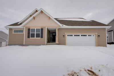 Photo of 760 Autumn Ridge Ln, Hartford, WI 53027