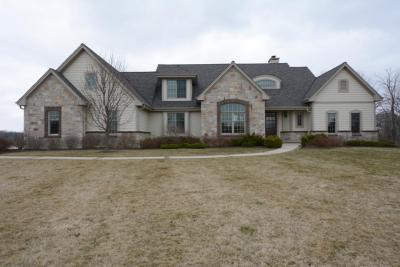 Photo of 14075 N Pine Bluff Rd, Mequon, WI 53097