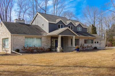 Photo of 1045 E Thorne Ln, Fox Point, WI 53217