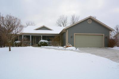 Photo of 58 Woodberry Dr, Delafield, WI 53018