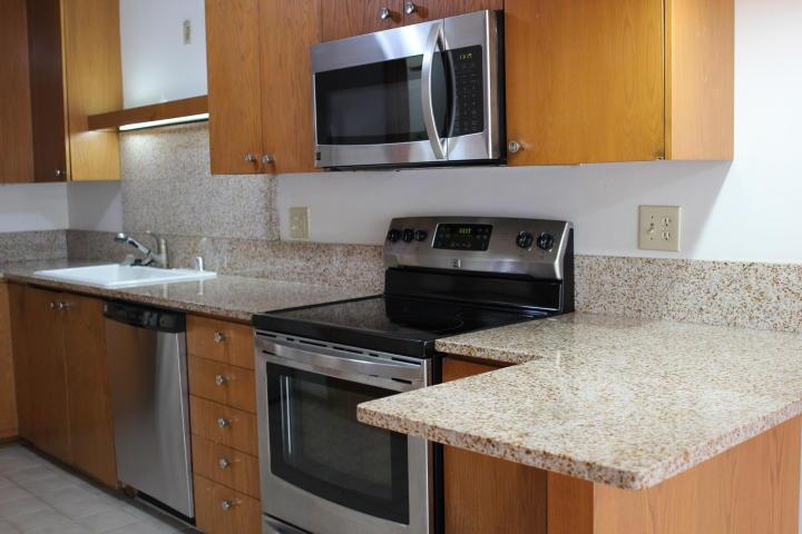 505 E Henry Clay St, Whitefish Bay, WI 53217