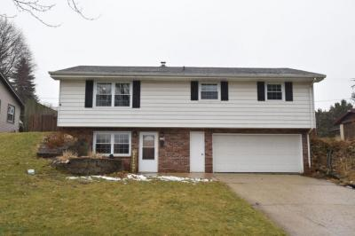 Photo of 1938 Woodlawn Ave, West Bend, WI 53090