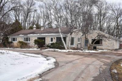 Photo of 7530 N Lake Dr, Fox Point, WI 53217