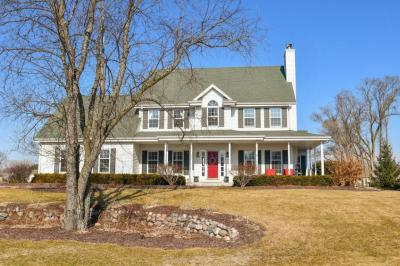 Photo of 342 Still Water Ct, Dousman, WI 53118