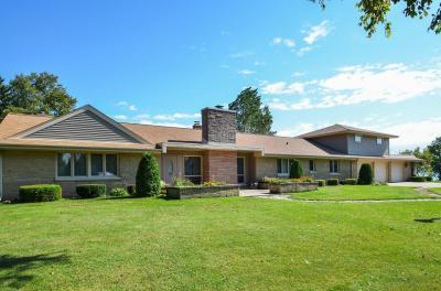 Photo of 234 Lake Shore Rd, Grafton, WI 53024