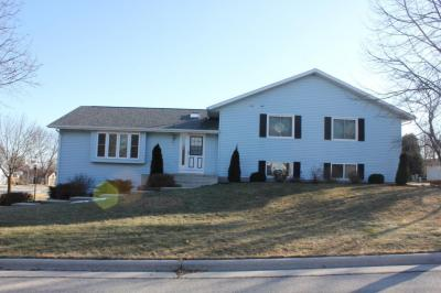 Photo of 221 Plaza Ln, Plymouth, WI 53073