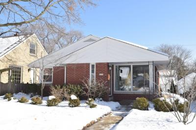 Photo of 5804 N Bel Aire Dr, Glendale, WI 53209