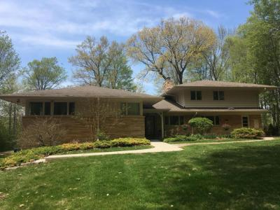 Photo of 4726 W Parkview Dr, Mequon, WI 53092