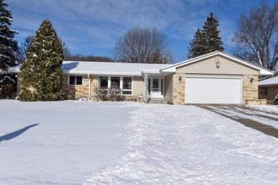 Photo of 2242 W Daphne Rd, Glendale, WI 53209