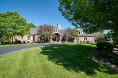 Photo of 11417 N Canterbury Dr, Mequon, WI 53092
