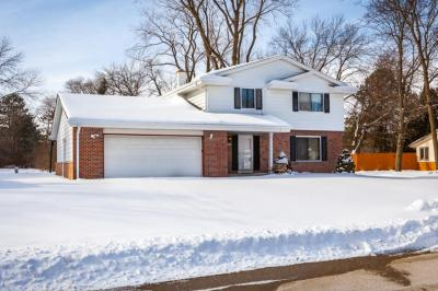 Photo of 7111 N Rockledge Ave, Glendale, WI 53209