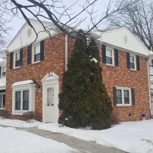 4939 W Colonial Ct, Greenfield, WI 53220