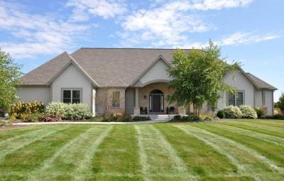 Photo of 434 Whispering Ridge Ct, Richfield, WI 53017
