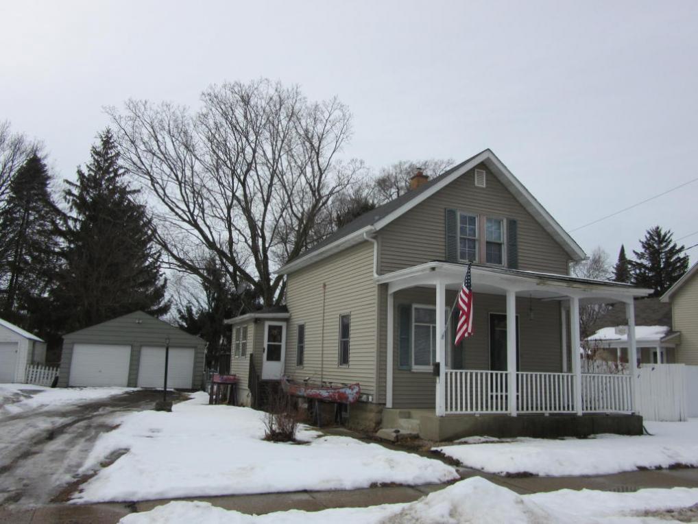 927 Prairie Ave, Janesville, WI 53545