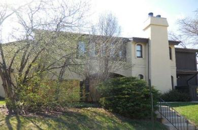 5282 Somerset Ln S, Greenfield, WI 53221