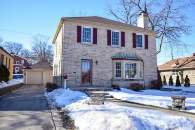 Photo of 211 N 88th St, Wauwatosa, WI 53226