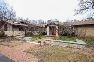 Photo of 8228 N Pelican Ln, River Hills, WI 53217