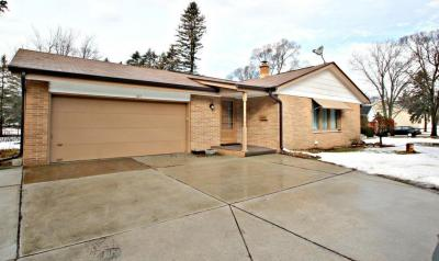 Photo of 607 Green Bay Rd, Thiensville, WI 53092