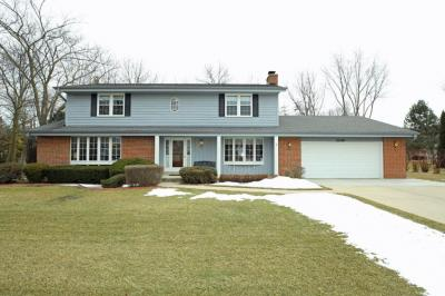 Photo of 2240 S Parkside Dr, New Berlin, WI 53151