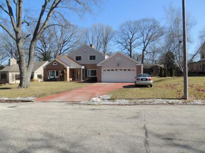 Photo of 1062 N Perry Ct, Wauwatosa, WI 53213