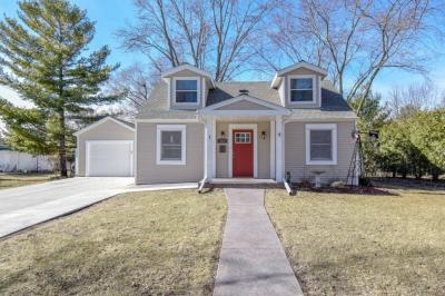 Photo of 161 Ormsby St, Pewaukee, WI 53072