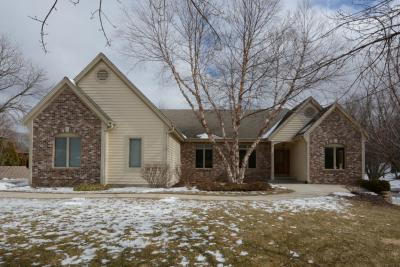 Photo of 1520 Hickory Hill Ln, Brookfield, WI 53045