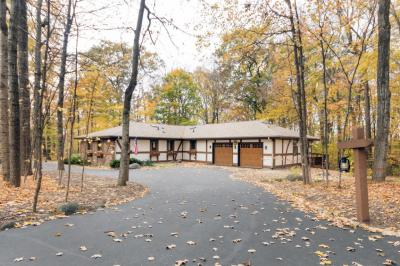 Photo of 1753 Whispering Woods Ct, Richfield, WI 53076