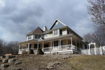 Photo of 17450 Oak Park Row, Brookfield, WI 53045