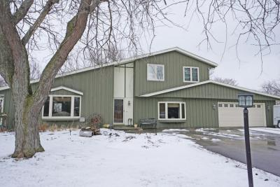 Photo of 416 S Meadow Ct, Summit, WI 53066
