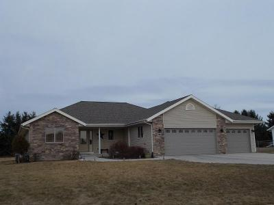 Photo of 320 Mulberry Dr, Waldo, WI 53093