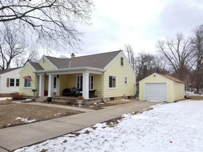 Photo of 633 S Main St, Oconomowoc, WI 53066