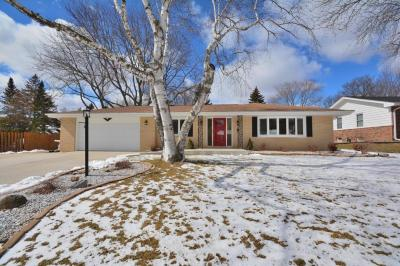 Photo of 3315 S Hickory Rd, New Berlin, WI 53151