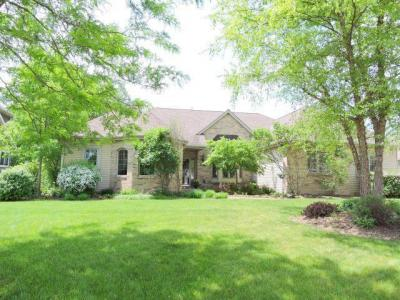 Photo of 980 Grandview Ct, Oconomowoc, WI 53066