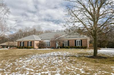 Photo of 1510 Barrington Woods Dr, Brookfield, WI 53045
