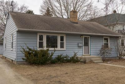 Photo of 854 S Silver Lake St, Oconomowoc, WI 53066