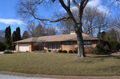Photo of 2110 W Fairlane Ave, Glendale, WI 53209