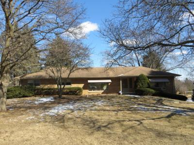 Photo of 3260 Hidden Hills Dr, Brookfield, WI 53005