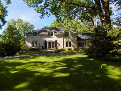 Photo of 2645 Woodhill Ct, Brookfield, WI 53005