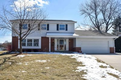 Photo of 12015 Meadow Ct, Wauwatosa, WI 53222