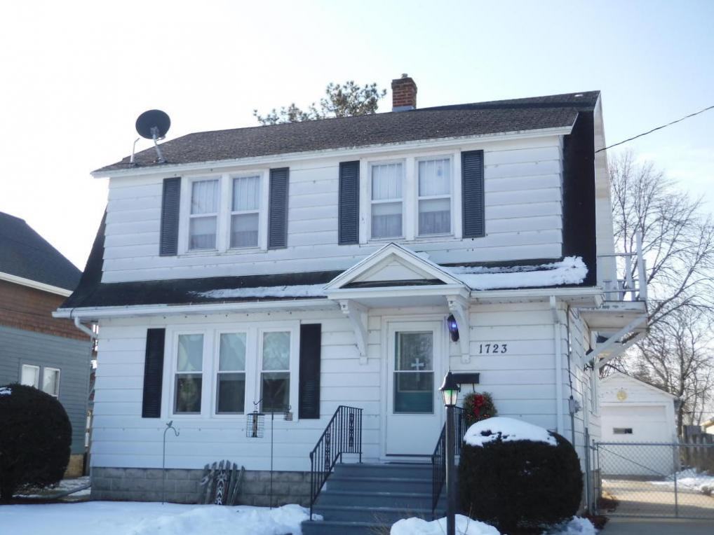 1723 28th St, Two Rivers, WI 54241