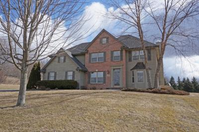 Photo of 1450 Hilltop View Ct, Richfield, WI 53033