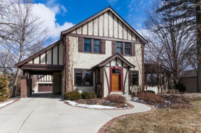 Photo of 723 N Lake Rd, Oconomowoc, WI 53066