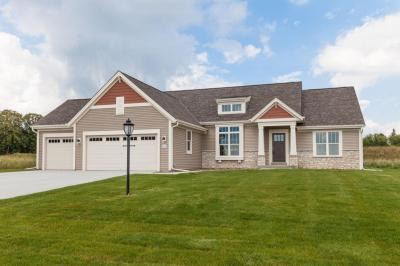 Photo of W223N4647 Seven Oaks Dr, Pewaukee, WI 53072