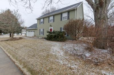 Photo of 988 Bartlett Dr, Oconomowoc, WI 53066