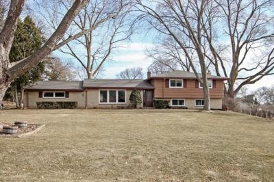 Photo of 1500 Rolling Meadow Dr, Brookfield, WI 53045