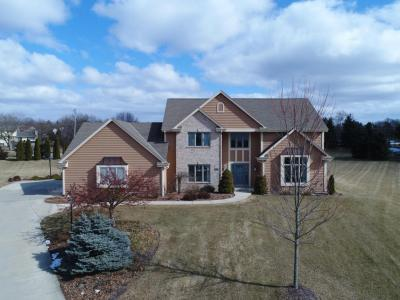 Photo of 1025 Woods Dr, Hartland, WI 53029