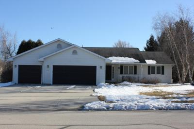 Photo of 401 S Hills Dr, Plymouth, WI 53073