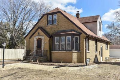 Photo of 2121 W Raleigh Ave, Glendale, WI 53209